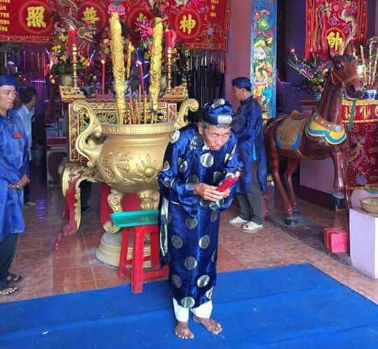 Hàng năm vào ngày rằm tháng 11 (Âm lịch), nhân dân tổ chức lễ cúng giỗ cho hai ông Thống chế và Tiền Chi với những nghi thức cổ truyền trang trọng. Ảnh: Ngọc Quốc