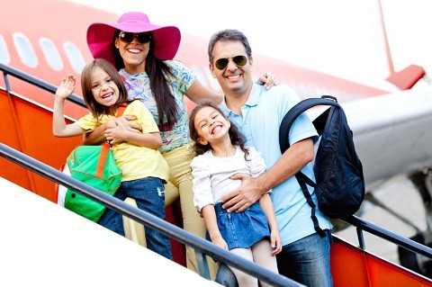 Hãy cân nhắc và mua vé sớm khi đi cùng trẻ em. Ảnh Google