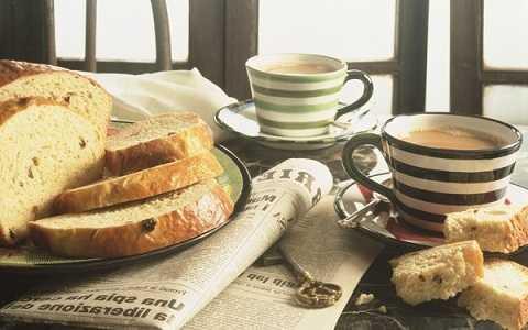 Ăn sáng nhẹ nhàng trong tiệm bánh hoặc quán cà phê nhỏ. Ảnh Google