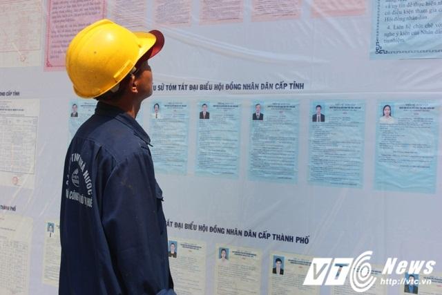 Thừa Thiên - Huế đã tiến hành niêm yết danh sách cử tri, tiểu sử ứng cử viên, vận động bầu cử để người dân có đầy đủ thông tin, nghiên cứu kỹ càng trước khi bỏ phiếu.