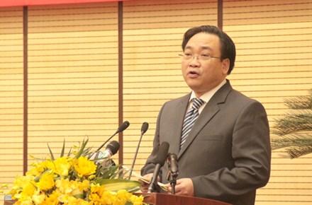 Bí thư thành ủy Hà Nội Hoàng Trung Hải phát biểu sáng 14/4. Ảnh LD