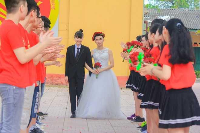 Bộ ảnh kỷ yếu hài hước, độc đáo của học sinh Bắc Giang