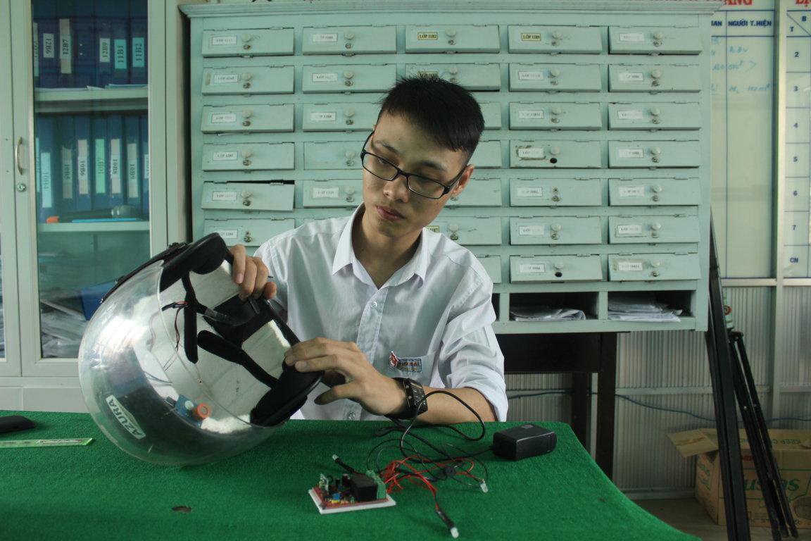 Để tạo ra mũ bảo hiểm thông minh Khoa mất 8 tháng để lên ý tưởng và 2 tháng để hoàn thành sản phẩm.