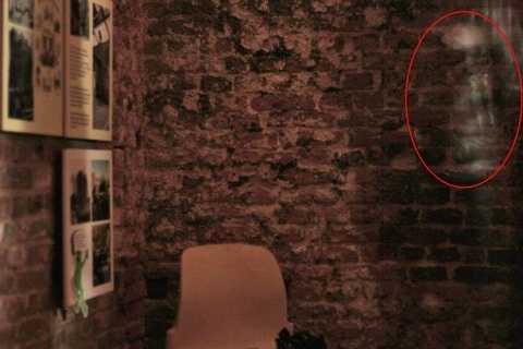 Đã có những cuộc điều tra bí mật trong ngôi nhà suốt 25 năm qua. Ảnh The Mirror