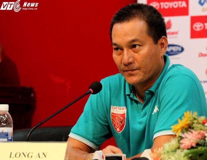 HLV Ngô Thanh Sang từ chối nói về công tác trọng tài (ảnh: H.T)
