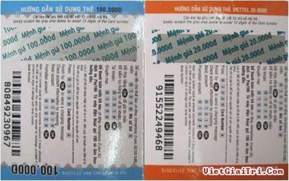 Đối với thẻ điện thoại giả, các dòng chữ in trên thẻ cào thường không đồng đều thậm chí bị mất. Khi cào lớp tráng bạc, một phần trong dãy mã thẻ bị mất hoặc mờ. Ảnh: Bên trái là thẻ giả với các con số đầu trong dãy mã thẻ bị mất, bên phải là thẻ cào Viettel xịn với dãy mã thẻ đầy đủ 13 số.