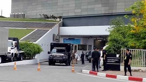 Trước khí Tổng thống Mỹ - Barack Obama rời khỏi khách sạn Marriott vào sáng nay để di chuyển tới Phủ chủ tịch, công tác kiểm tra và đảm bảo an ninh đã được tiến hành vô cùng khẩn trương, khắt khe.