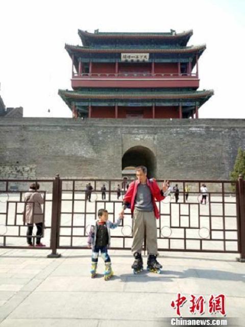 Hai cha con đã đi thăm quan nhiều địa danh du lịch ở Bắc Kinh. Ảnh Shanghaiist