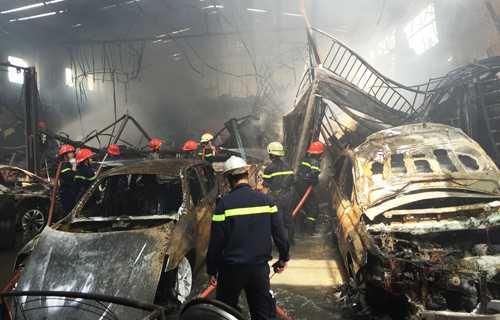 Vào dịp giáp Tết 2016 vừa qua, vụ cháy xảy ra tại garage Thần Châu (quận 1, TP HCM) đã gây thiệt hại đặc biệt nghiêm trọng về tài sản khi đám cháy thiêu rụi toàn bộ garage cùng nhiều <a href='http://vtc.vn/oto-xe-may.31.0.html' >xe ô tô</a> đắc tiền, tài sản và một số cơ sở <a href='http://vtc.vn/kinh-te.1.0.html' >kinh doanh</a> lân cận. Lãnh đạo Cảnh sát PCCC TP HCM  cảnh báo nguy cơ cao về xảy ra cháy nổ tại các cơ sở sửa chữa, kinh doanh xe giữa KDC trên địa bàn TP HCM.
