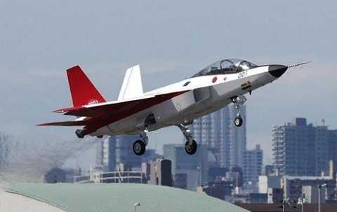 Sáng 22/4, máy bay chiến đấu tàng hình đầu tiên X-2 Shinshin của Nhật Bản đã lần đầu tiên bay thử thành công.