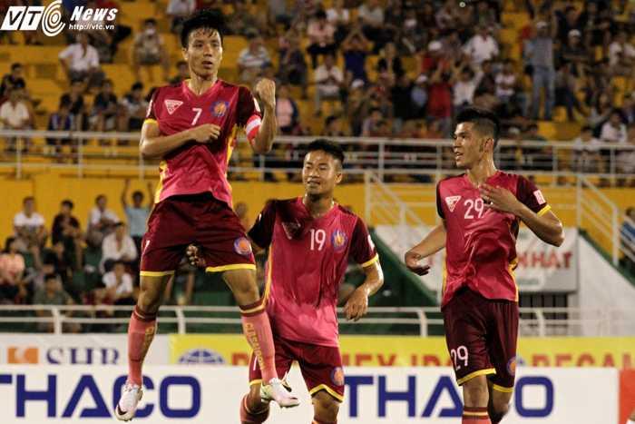 Những cầu thủ CLB Sài Gòn đang nỗ lực từng ngày để cống hiến cho bóng đá TP.HCM (ảnh: Hoàng Tùng)