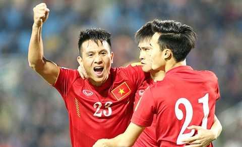 Đình Hoàng (23) chơi khá tốt trong 2 trận đấu vừa qua của ĐT Việt Nam ở vị trí hậu vệ phải