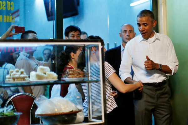 Tổng thống Mỹ khen món bún chả rất ngon