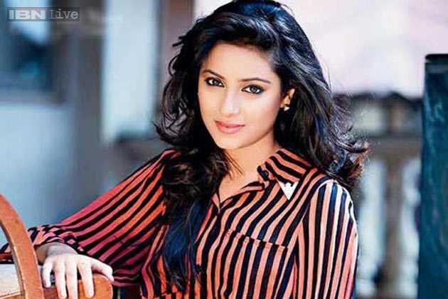 """Thông tin nữ diễn viên """"Cô dâu 8 tuổi"""" Pratyusha Banerjee tự tử gây xôn xao."""