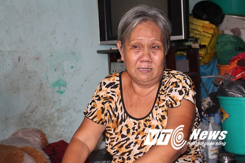 Bà Nguyễn Thị Thơm, mẹ chị Thùy đau đớn vì con gây ra đại họa