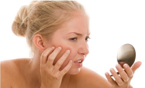 Ngứa dữ dội là một dấu hiệu rất sớm của hai loại bệnh ung thư da