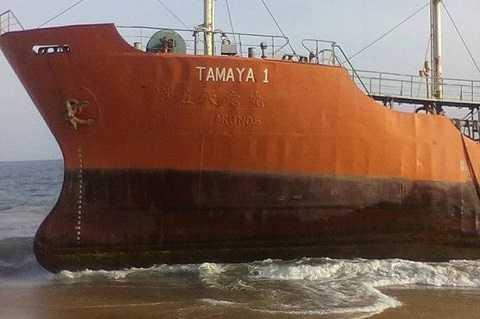 Con tàu chở dầu khổng lồ không người lái được phát hiện trên bờ biển Liberia.