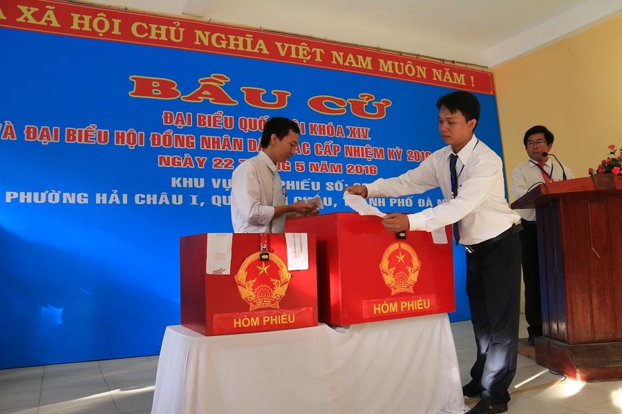 Cử tri Đà Nẵng đi bỏ phiếu đại biểu Quốc hội và đại biểu Hội đồng Nhân dân các cấp nhiệm kỳ 2016 - 2021.