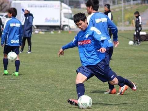 Công Phượng tích cực tập luyện cùng CLB Mito Hollyhock
