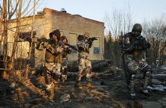 Các nhân vật trong game S.T.A.L.K.E.R. được tạo hình và diễn theo kịch bản tại khu vực nhiễm xạ của Chernobyl