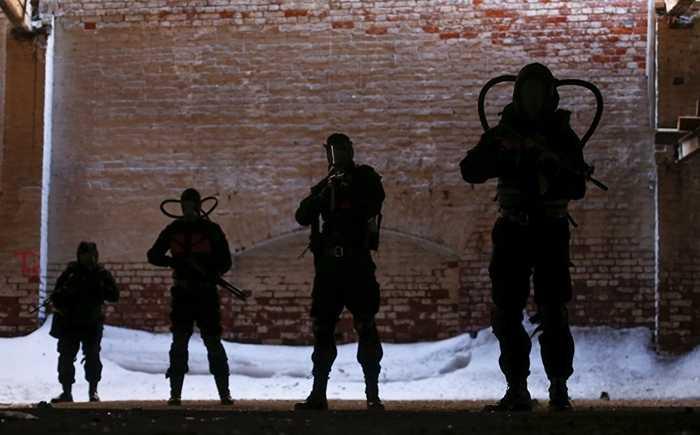 Những người đi săn binh đoàn đột biến được trang bị vũ khí tối tân