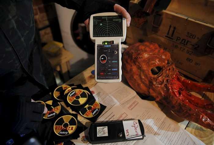 Dụng cụ đo phóng xạ trong game