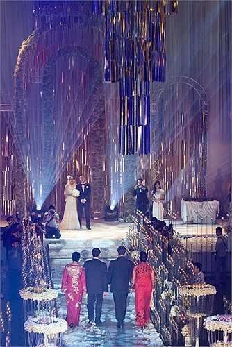 Hôn lễ của Ngọc Thạch và thiếu gia Dương 'Kon' được coi là đám cưới lớn nhất Thủ đô trong vài năm trở lại đây.