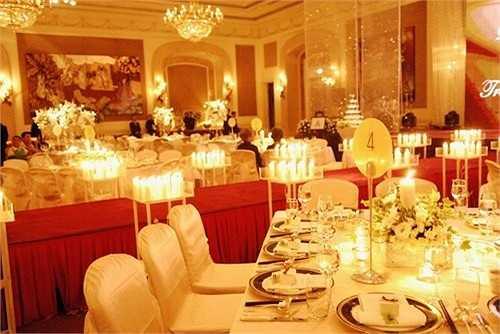 Tuy không công khai con số cụ thể của hôn lễ nhưng riêng việc đặt tiệc tại khách sạn 5 sao nói trên cũng đủ để người hâm mộ biết rõ Minh Tuyết 'chịu chơi' ra sao.