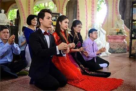 Đăng Khôi là người theo đạo Phật nên anh cũng tổ chức lễ Hằng thuận để nhận lời chúc phúc từ tăng ni, Phật tử.