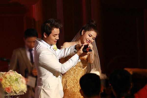 Sau lễ ăn hỏi và rước dâu được tổ chức tại nhà riêng, Đăng Khôi còn tổ chức tiệc cưới tại Sheraton - một trong những khách sạn 5 sao đình đám ở Thủ đô.