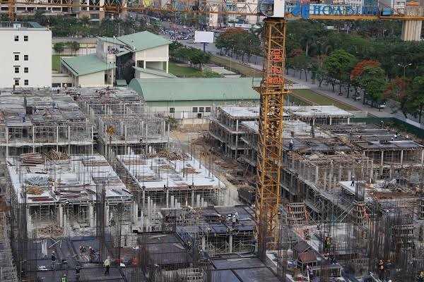 Mon City đang xây lên tầng 5 hạng mục chung cư và chuẩn bị bàn giao nhà phố thương mại