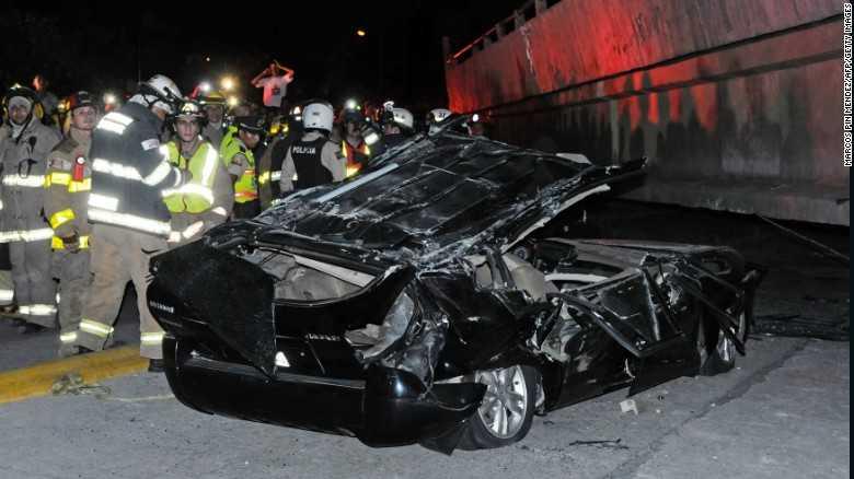 Chiếc <a href='http://vtc.vn/oto-xe-may.31.0.html' >ô tô</a> nát vụn vì đất đá