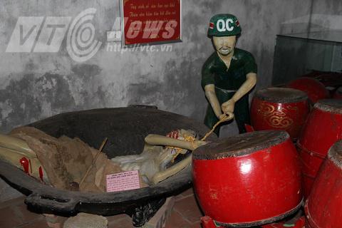 Một góc ở bảo tàng, miêu tả cảnh các chiến sĩ cách mạng bị tra tấn