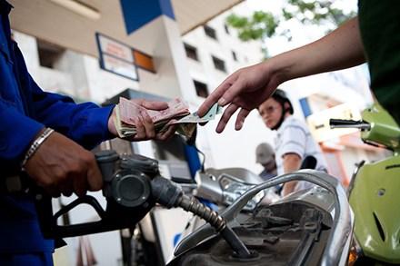 Giá xăng tăng 518 đồng/lít
