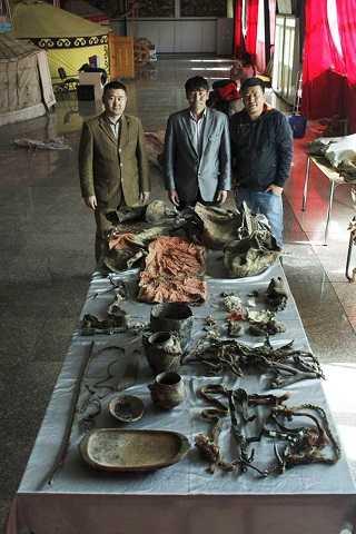 Một số vật dụng được phát hiện  có từ thời cổ đại ở Mông Cổ.