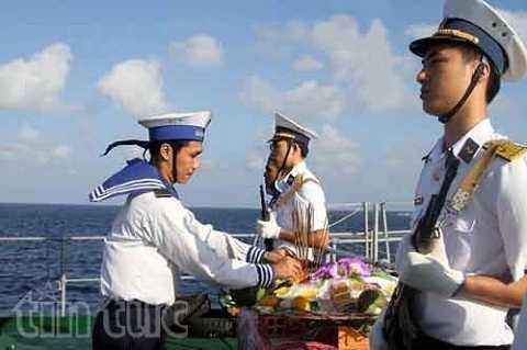 Các chuyến tàu ra đảo, qua đảo Gạc Ma đều làm lễ tưởng niệm những chiến sỹ tử chiến năm 1988 để bảo vệ đảo.
