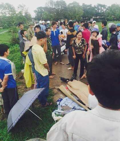 Khi đến gần khu công nghiệp Nội Bài, thanh niên này bị sét đánh tử vong tại chỗ. Ảnh otofun