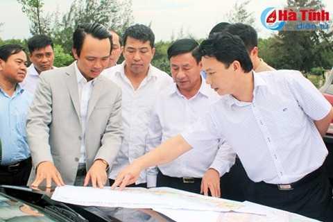 Lãnh đạo tỉnh Hà Tĩnh giới thiệu với Chủ tịch HĐQT Tập đoàn FLC và đoàn về cơ hội đầu tư tại khu vực Bắc Thiên Cầm
