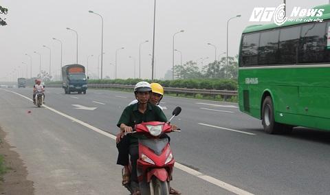 Xe máy tự cho mình cái quyền được lưu thông trên Đại lộ thăng long