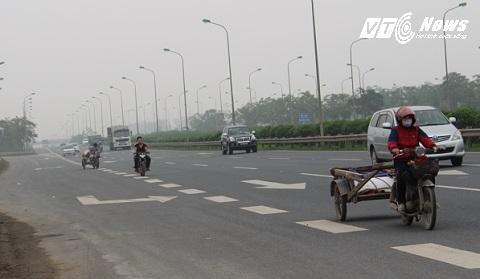 Xe kéo, xe máy dàn hàng lấn chiếm đường cao tốc của xe 4 bánh trở lên