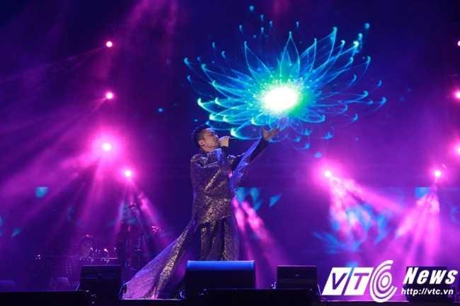 Ca khúc nổi tiếng Một cõi đi về của cố nhạc sĩ Trịnh Công Sơn được thể hiện bởi nam ca sĩ Tùng Dương.