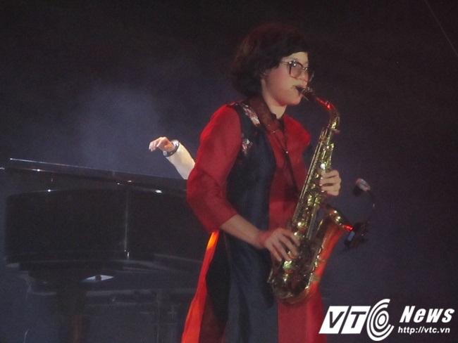Nghệ sĩ Saxophone Anh Trần với ca khúc Tình Nhớ.
