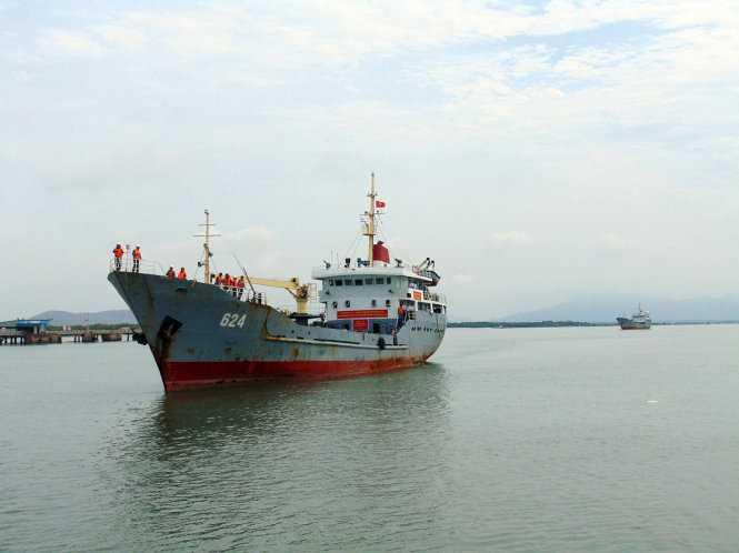 Tàu 624 đang cập cảng ở Vũng Tàu sáng 20-5, sau gần 3 tuần vượt khoảng 2.000 hải lý để tổ chức bầu cử trên Biển Đông và thềm lục địa phía Nam - Ảnh: ĐÔNG HÀ