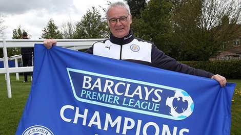 HLV Ranieri lần đầu tiên được trải nghiệm cảm giác của một nhà vô địch Premier League