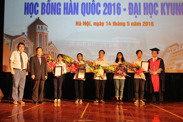 Học sinh Hà Nội nhận học bổng Kyungdong lên tới 100%