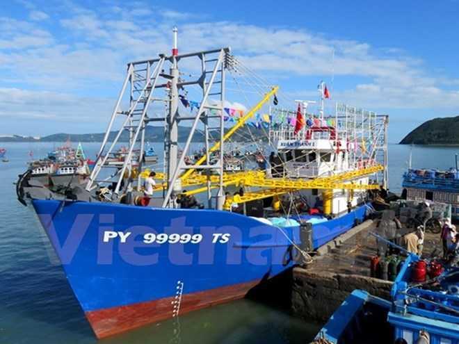 Tàu cá của ngư dân Việt Nam chuẩn bị ra khơi