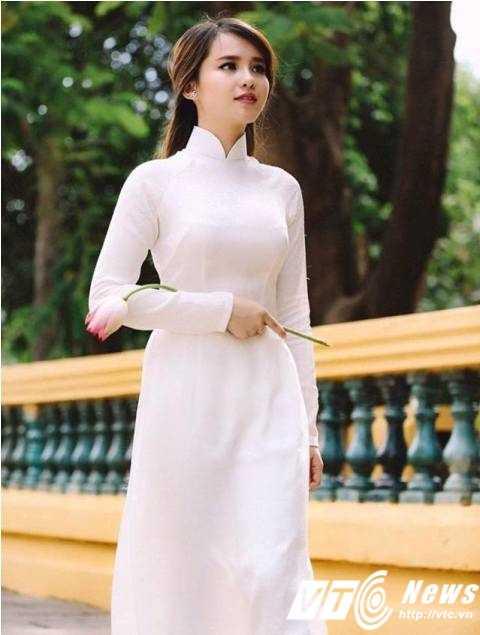 Thường xuyên nhận được  lời mời đóng MV,làm mẫu ảnh và tham gia một số chương trình nhưng Trâm Trinh thường từ chối vì đang lo cho việc học. Cô chỉ thỉnh thoảng xuất hiện với vai trò hỗ trợ cho công việc của cậu mình (ca sĩ Jimmii Nguyễn) mà  thôi.
