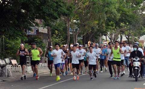 """2.Trong ngày 6/5, các VĐV đã """"làm nóng"""" đường phố Đà Nẵng với giải chạy từ thiện Newborns Run Out"""