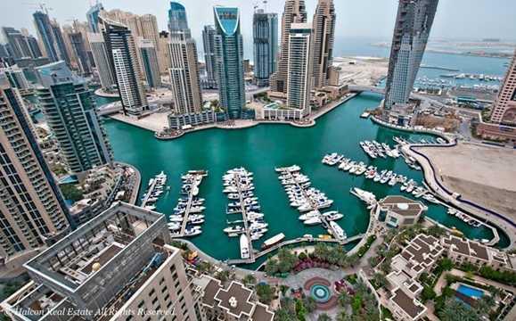 Bến du thuyền Dubai Marina nằm ở phía tây của Dubai, cách trung tâm thành phố chừng 20km.