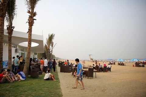 Bãi biển Sầm Sơn với diện mạo mới, khang trang, sạch đẹp